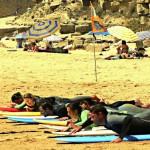 Урок серфинга на пляже у International Surf School
