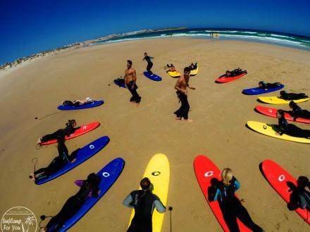 Пляжная тренировка в серф лагере Surf Camp For You